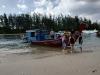 Nastupovanie na potápačskú loď, Aonang, Krabi, Thajsko