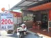 Požičovňa motocyklov a krčma v jednom, Ayutthaya, Thajsko