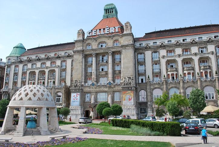 Budapešť, slávny kúpeľný Hotel Gellért