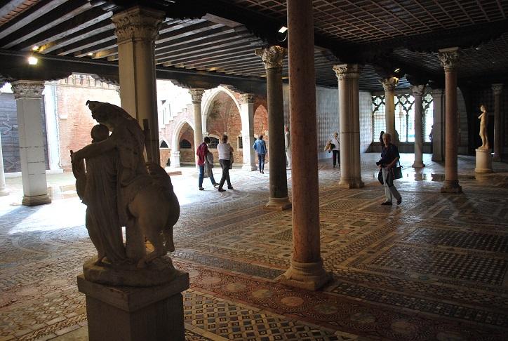 Prízemie Ca´ d´Oro, Benátky