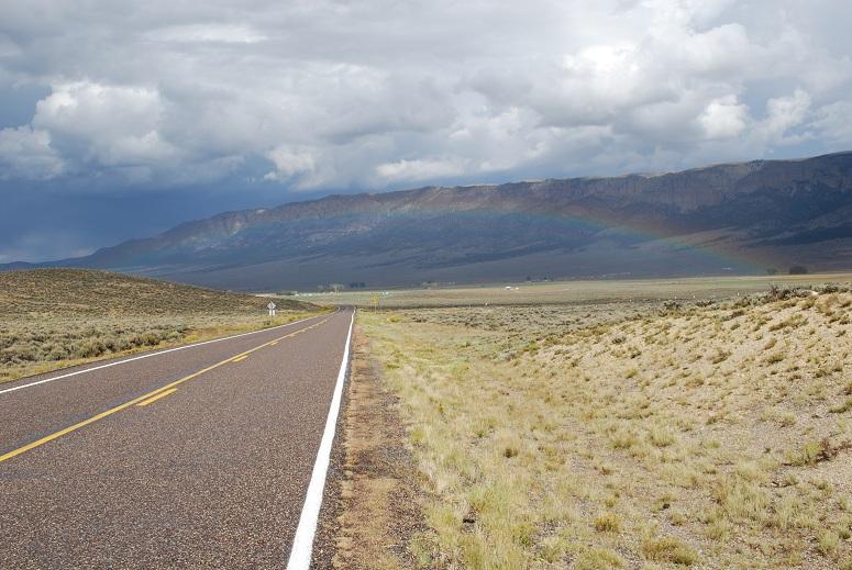 Dúha nad prériou v Utahu