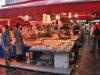 Ryby sa predávajú aj keď prší ...