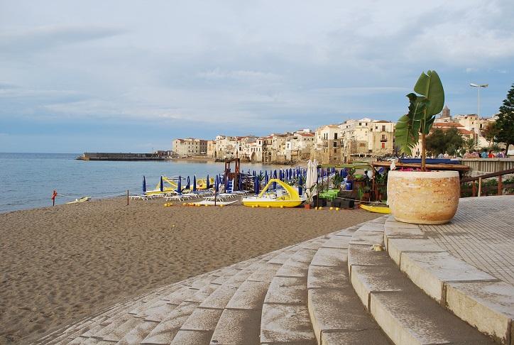 Schody na pláž, Cefalù, Sicília