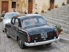 Svadobná limuzína čaká pred katedrálou v Cefalù, Sicília