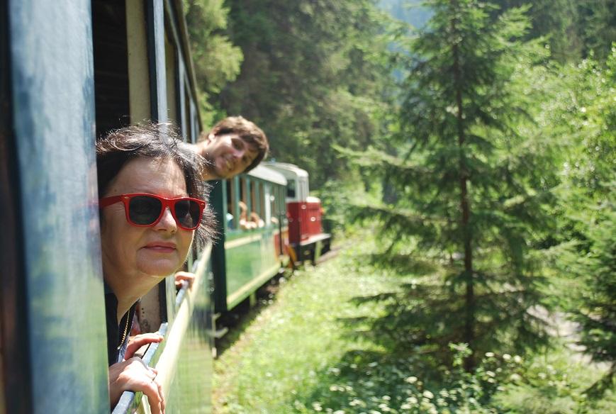 Čiernohronská železnica, Marianka a Martinko sa vykláňajú z okna