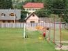 Čiernohronská železnica, domorodkyňa na futbalovej bráne v Dobroči suší bielizeň