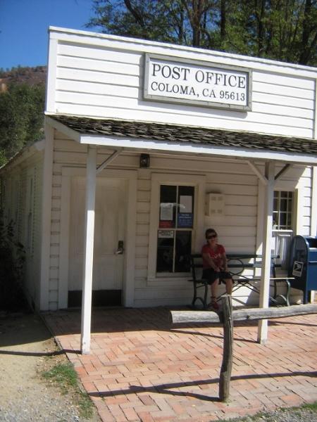 Oddych pred poštou v Colome