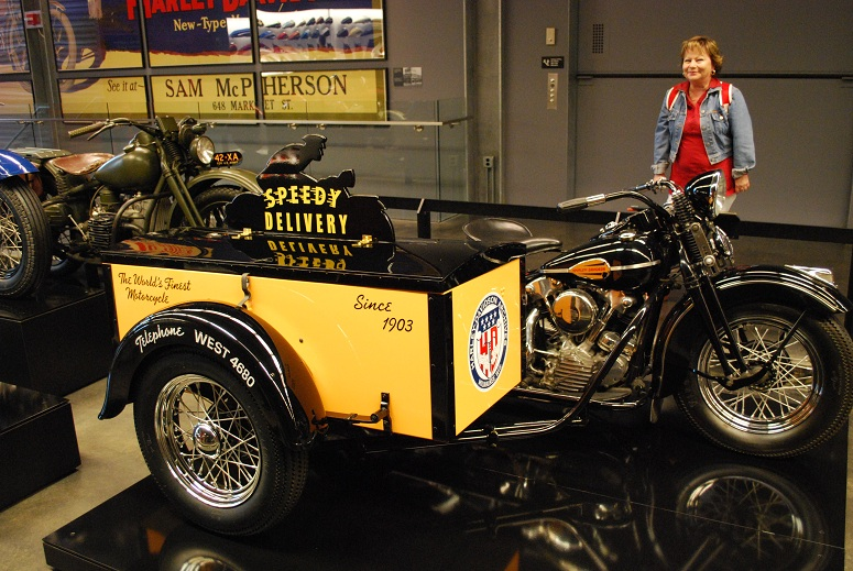 "Harley Davidson - model ""Rýchla donáška"""