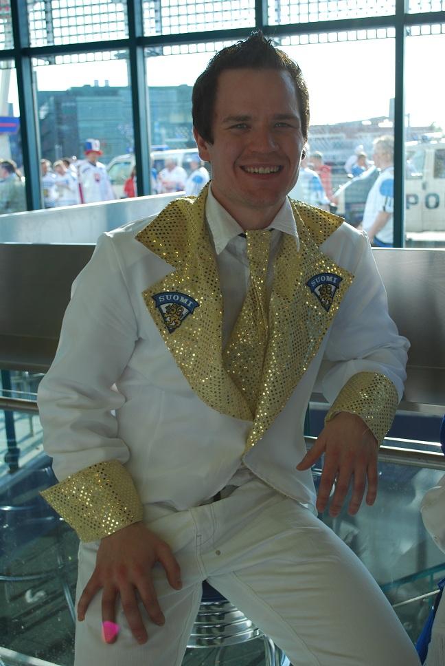 Fínsky fanúšik - hokejový Elvis
