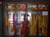 Cisárove šaty na predaj, Hrobka cisára Tu Duc, Hue, Vietnam