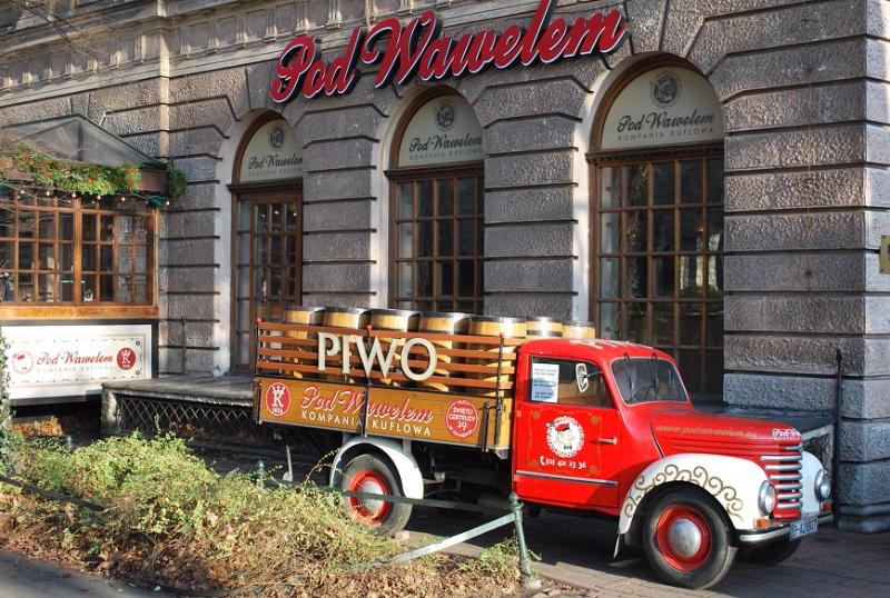 Starý nákladiak pri našom hoteli, Krakov