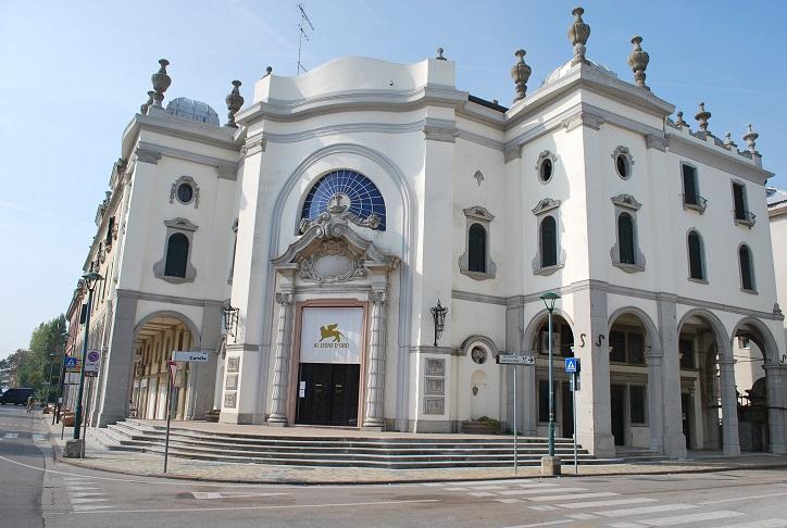 Palazzo del Cinema - tu prebieha slávny filmový festival, Lido di Venezia, Benátsko