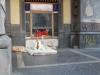 Neapol, bezdomovkyňa v centre mesta