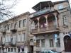 Typický starý dom s odsadeným balkónom, Tbilisi