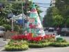 Vianočný stromček na križovatke v Čínskej štvrti, Bangkok
