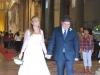 Mladomanželia vychádzajú z katedrály v Cefalù, Sicília