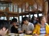 Obedujeme na lodi s Japoncami, Ha Long Bay, Vietnam