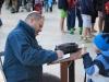 Otec učí syna modleniu pri Múre nárekov, Židovská štvrť, Jeruzalem