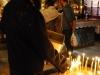 Jerusalem, Via Dolorosa, Kostol božieho hrobu, zapaľovanie sviečok 1