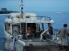 Ľudia nastupujú na loď, Stromboli