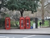 Anglické telefónne búdky neďaleko British Museum
