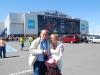 Dušan s Aničkou pred zimným štadiónom, Quebec City, Kanada