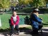 Oddych na lavičke na La Plaza, Santa Fe, Nové Mexiko
